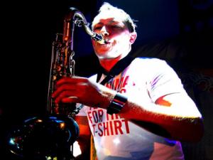 Tomasz saksofon na imprezę event firmowy Agencja MuzycznaM uzyczna