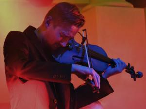 Mateusz skrzypce na event imprezę firmową Agencja Muzyczna Agencja Eventowa