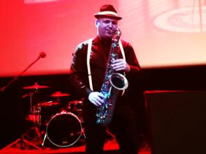 Michał - saksofon na imprezę event firmowy Agencja Muzyczna