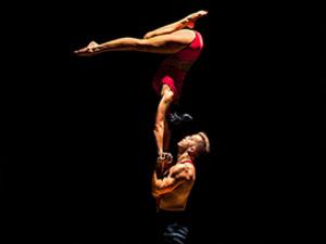 atrakcje na imprezę firmową event akrobatyka i akrobacje Passion acroart agencja muzyczna