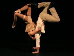 atrakcje na imprezę firmową event akrobatyka i akrobacje romantic acroart agencja muzyczna